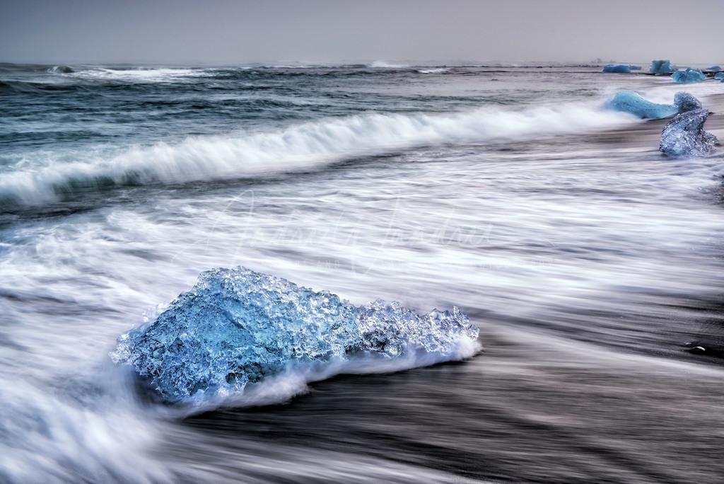 Eisbrocken am Strand