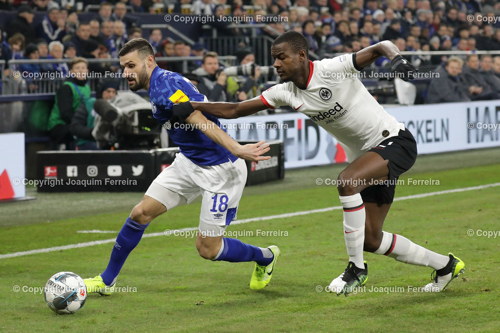 191215_schvssge_0049 | 15.12.2019 Fussball 1.Bundesliga, FC Schalke 04 - Eintracht Frankfurt  emspor  v.l.,  Daniel Caligiuri (FC Schalke 04), Evan Ndicka (Eintracht Frankfurt),Zweikampf, Action, Aktion, Battles for the Ball    (DFL/DFB REGULATIONS PROHIBIT ANY USE OF PHOTOGRAPHS as IMAGE SEQUENCES and/or QUASI-VIDEO)