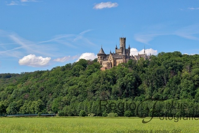 Schloss Marienburg | Schloss Marienburg, Sitz der Welfen, an einem Sommertag