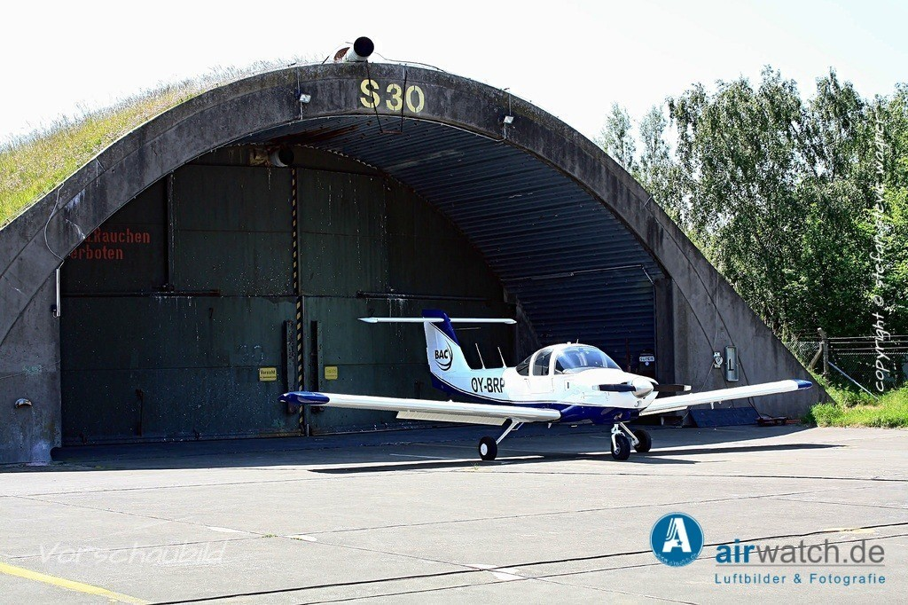 Flughafen Husum, Aeroclean Aircraft painting | Flughafen Husum, Aeroclean Aircraft painting • max. 4272 x 2848 pix