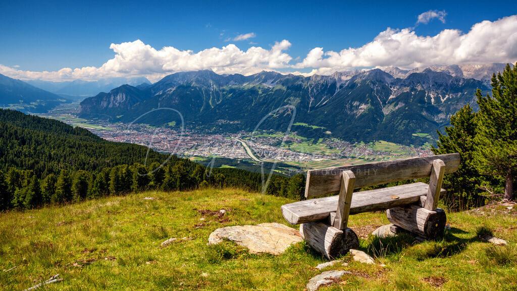 Blick auf Innsbruck   Aussichtsreiche Bank am Glungezer mit Blick auf Innsbruck