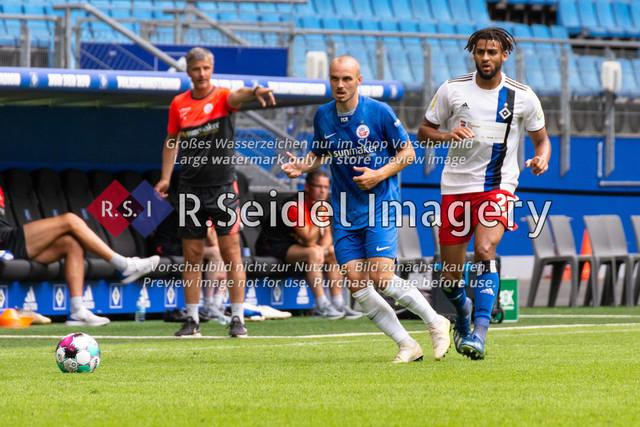Fußball, Herren, Testspiel, Hamburger SV - FC Hansa Rostock, Volksparkstadion, 09.08.2020 | Korbinian Vollmann (#10 Hansa Rostock), Josha Vagnoman (#27 HSV)