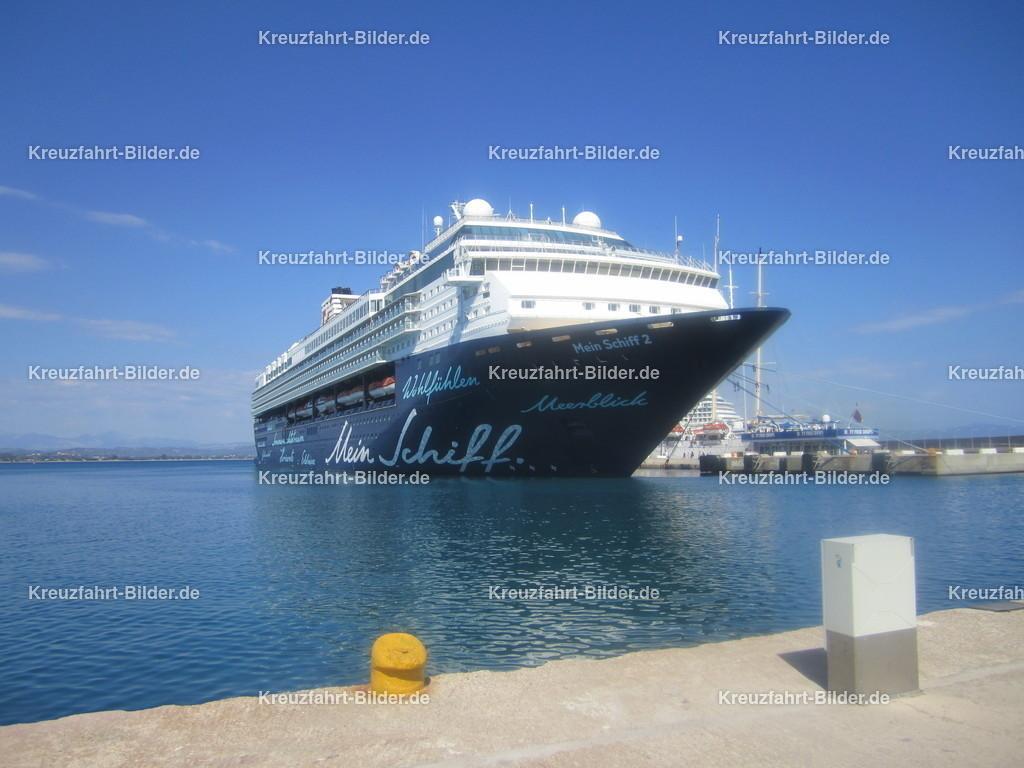Mein Schiff 2 (jetzt Herz) in Katakolon | Die ehemalige Mein Schiff 2, jetzige Mein Schiff Herz im Hafen von Katakolon.
