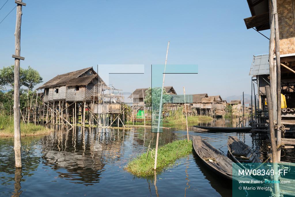 MW08349-FF   Myanmar   Inle-See   Nyaungshwe   Reportage: Ye Lin lebt auf dem Inle-See   Wie Ye Lin wohnen alle Bewohner vom Inle-See in Stelzenhäuser, gebaut aus Bambus und Holz. Der 8-jährige Ye Lin Yar Zar lebt mit seinen Eltern in einem Pfahlhaus auf dem Inle-See. Er gehört zur ethnischen Gruppe der Intha und beherrscht die einzigartige Einbeinrudertechnik, um zur Schule zukommen.  ** Feindaten bitte anfragen bei Mario Weigt Photography, info@asia-stories.com **