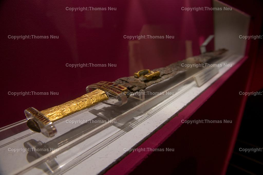 Vorfahren_Museum-22   Bensheim,Stadtmagazin 39, Museum,vergessene Vorfahren, Brunkvolles Schwert als Grabbeilage, , Bild: Thomas Neu