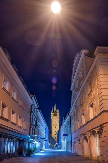 Stadtturm Straubing | Blick auf den Stadtturm Straubing bei Nacht von der Steinergasse aus.