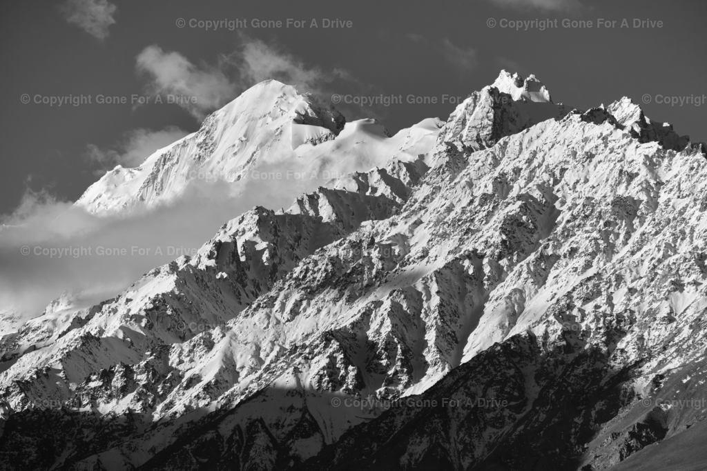 Tadschikistan | Schroffe Berge auf der Fahrt auf dem Pamir Highway