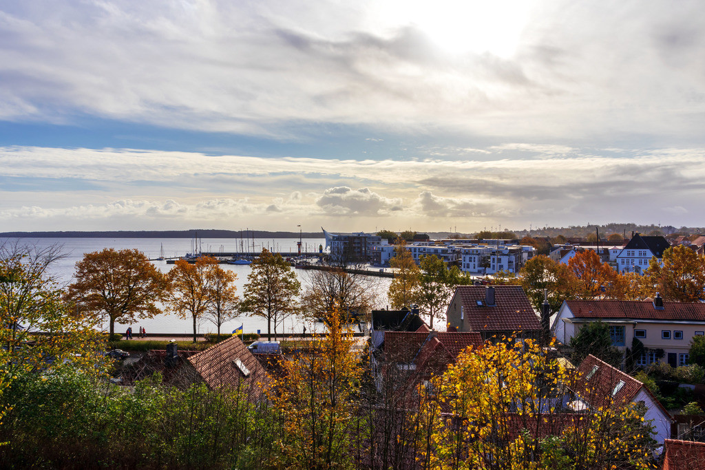 Hafen in Eckernförde   Blick auf den Hafen in Eckernförde im Herbst