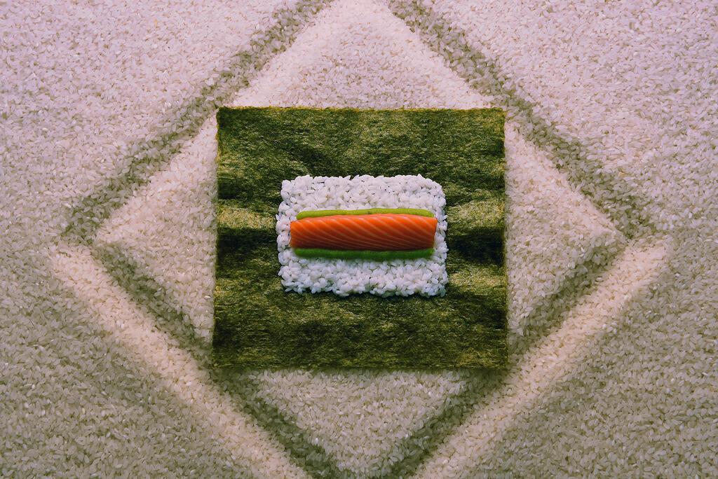 Zen Garten | Reis- Sushi Arrangement auf einer Reisfläche