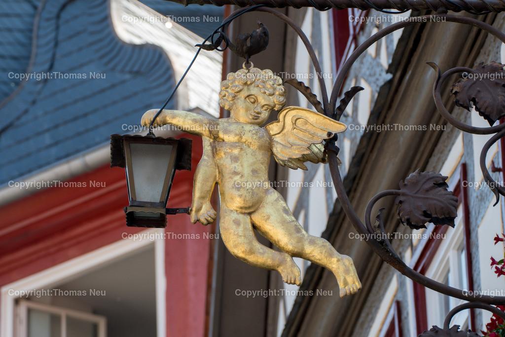 DSC_0585   Der goldene Engel des gleichnamigen Restaurants in der Altstadt von Heppenheim