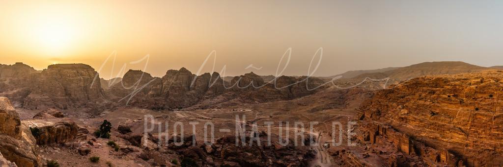 Sonnenuntergang Panorama in der Stadt Petra | Herrliche Stimmung zum Sonnenuntergang in der Felsenstadt Petra