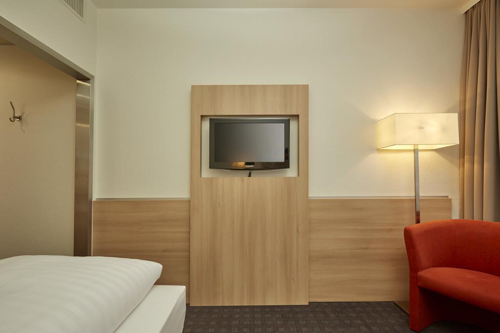 zimmer-standard-einzel-01-hplus-hotel-darmstadt