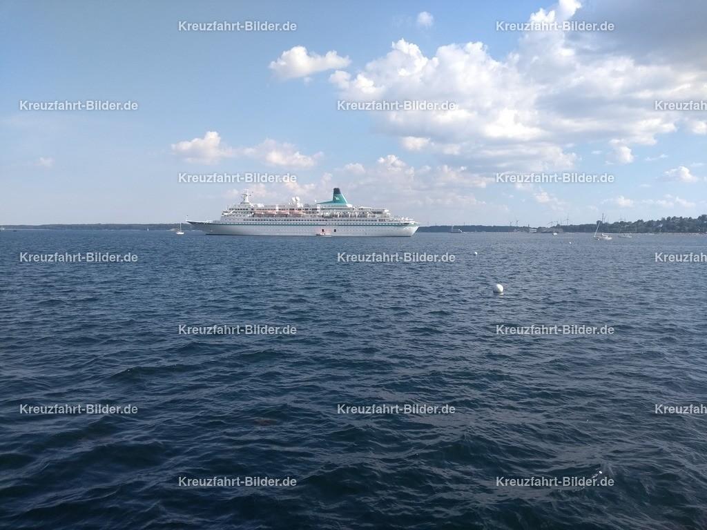 MS Albatros vor Eckernförde IV | MS Albatros ankert vor Eckernförde