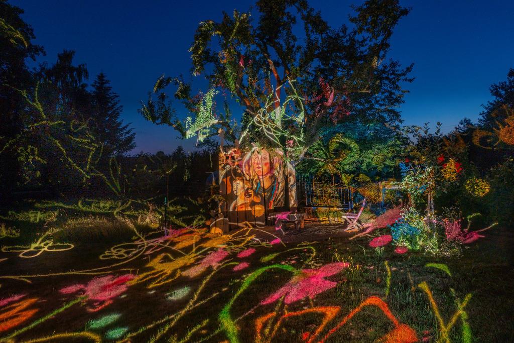 Bunter Abend 1 | Den Garten in ein Märchen verwandeln.Es bedarf nur  viele meiner Bilder, einen Photoapparat, 6 Projektoren, einen Kopf voll Ideen und einen Abend Zeit sie sichtbar zu machen. Diese Motive können sich auch zur Gestaltung von Postkarten, Einladungen oder Sprüchen eignen. - enjoy!