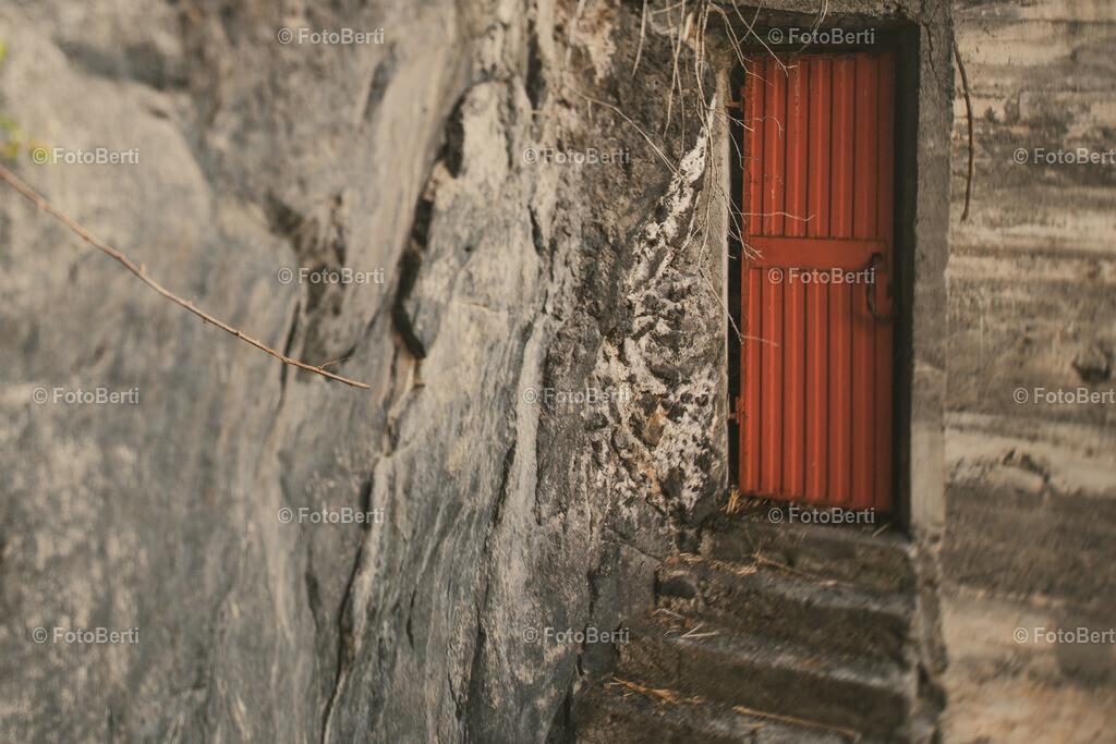 The Closed Door   Die Tür in den Berg.