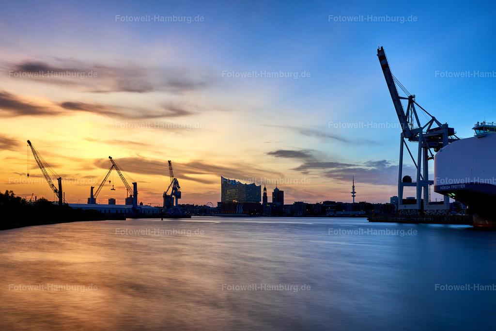 10190807 - Abendlicht im Hafen   Blick über den Hansahafen Richtung Elbphilharmonie.