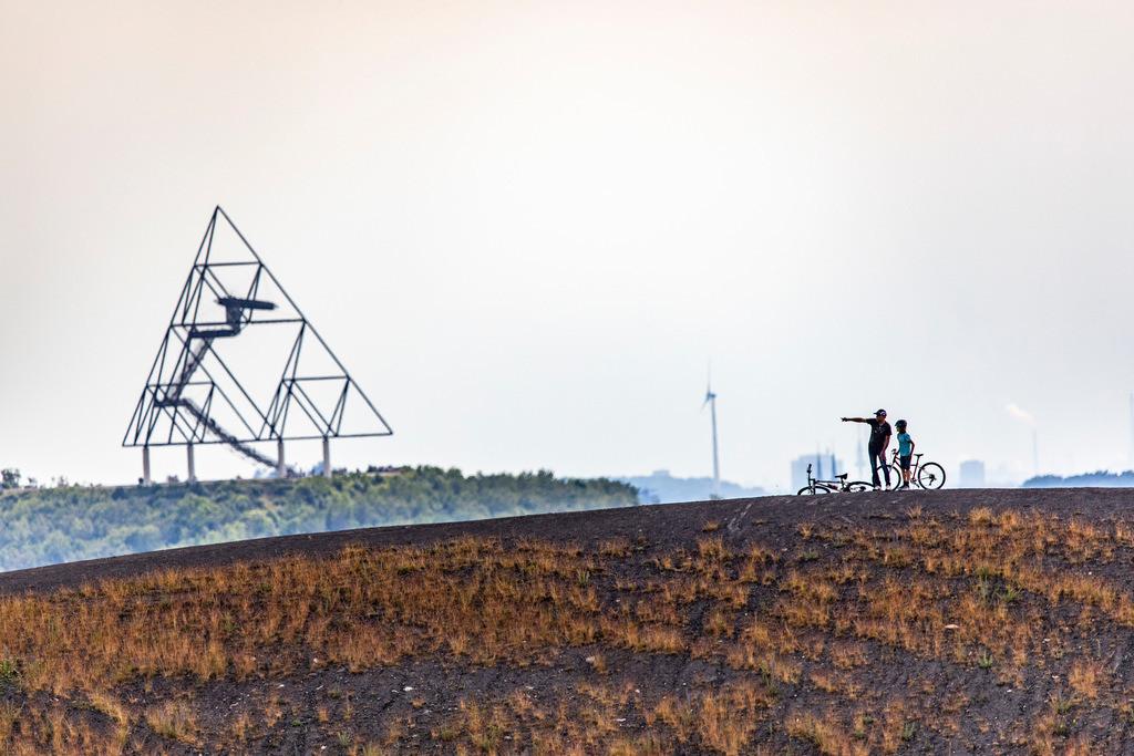 JT-190610-075 | Die Mottbruchhalde ist eine Bergehalde in Gladbeck-Brauck, NRW, Deutschland,  Grafitti, sie hat die From eines Vulkans, eine von über 200 Halden im Ruhrgebiet,