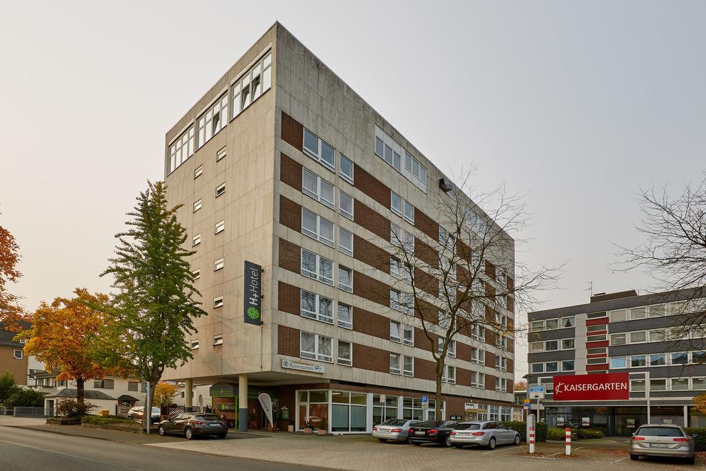 aussenansicht-tag-02-hplus-hotel-siegen