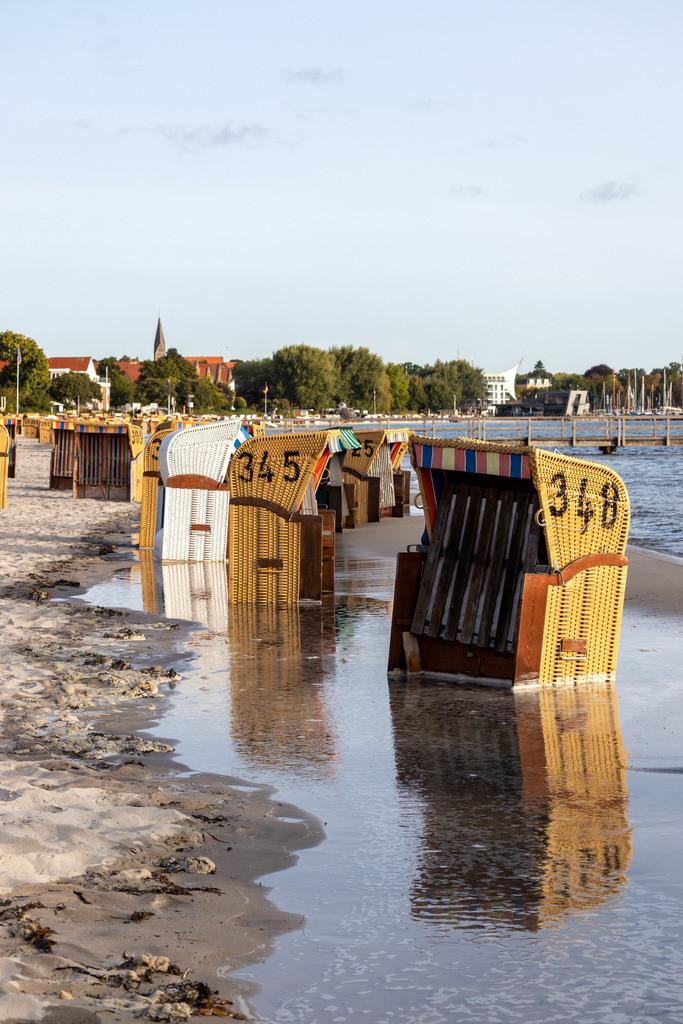 Strand in Eckernförde | Hochwasser am Strand in Eckernförde