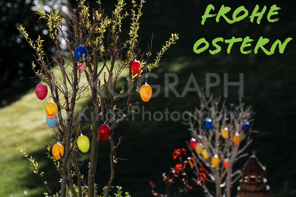 Ostern   Ostereier am Baum