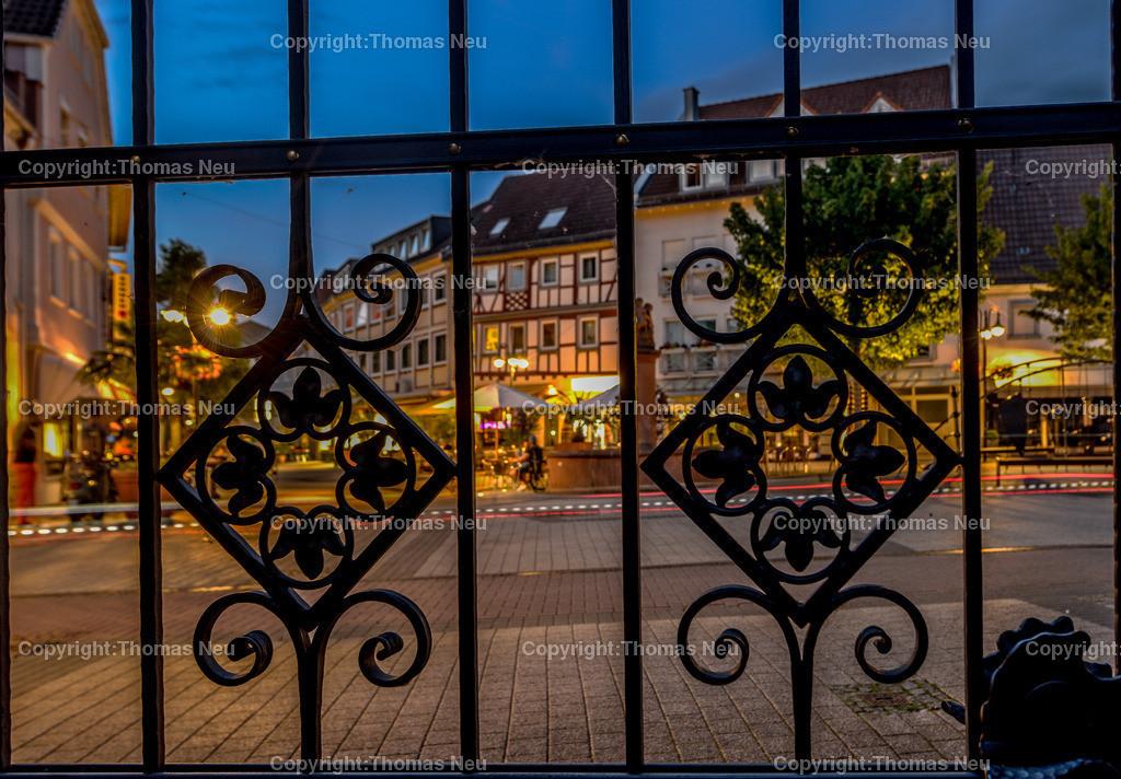 _DSC9352 | Bensheim, Bergstrasse bei Nacht, , Tor der Hospitalkirche, Hospitalbrunnen, ,, Bild: Thomas Neu,, Bild: Thomas Neu