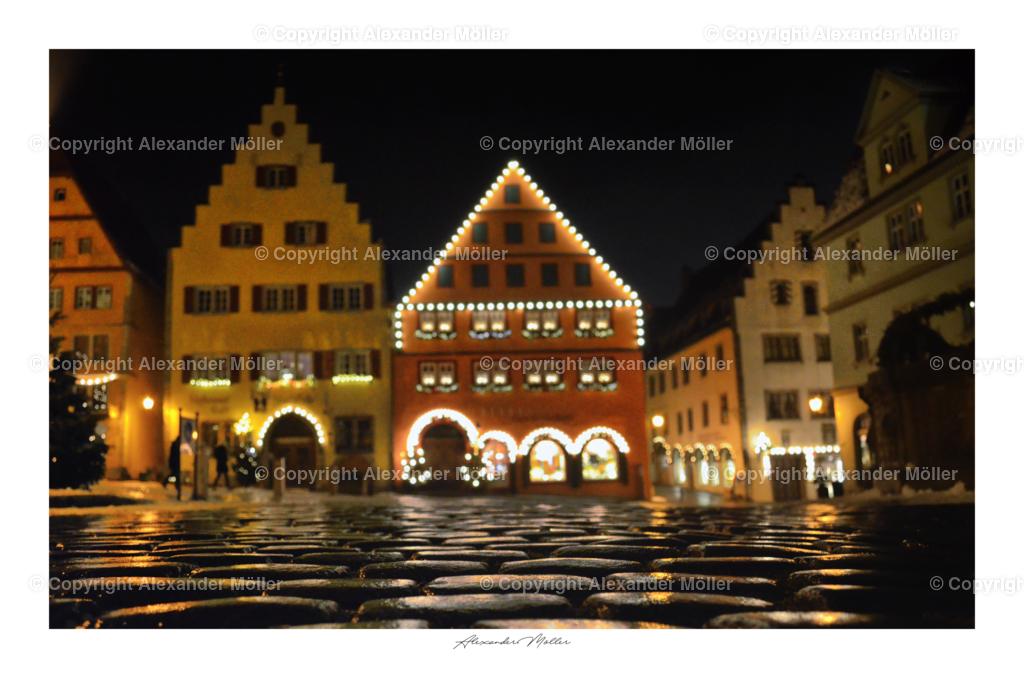 Rothenburg ob der Tauber No.113   Dieses Werk zeigt den weihnachtlichen Glanz und die schöne geschmückten mitteralterlichen Häuser von Rothenburg ob der Tauber