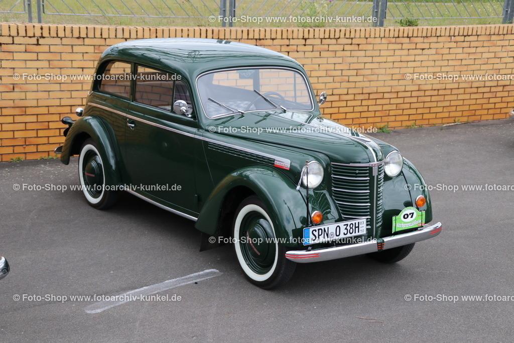 Opel Olympia (OL 38) Limousine 2 Türen, 1938-40 | Opel Olympia (OL 38) Limousine 2 Türen, dunkelgrün, Bauzeit 1938-1940, Hersteller: Opel, Deutschland; technische Daten: 4-Zylinder-Reihenmotor, Hubraum 1488 cm³, Leistung 37 PS bei 3500 U/min, Hinterradantrieb, 4 Gänge, Vmax 112 km/h, Preis der Limousine mit 2 Türen damals: RM 2675,-