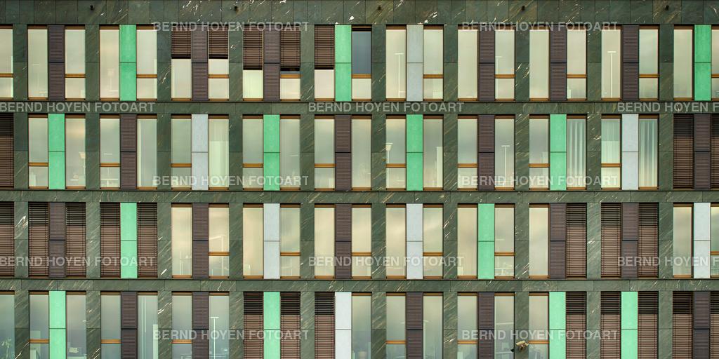 little boxes | Foto einer modernen Hausfassade in Berlin, Deutschland / digital leicht nachbearbeitet. | Photo of a modern house facade in Berlin, Germany / digitally slightly reworked.