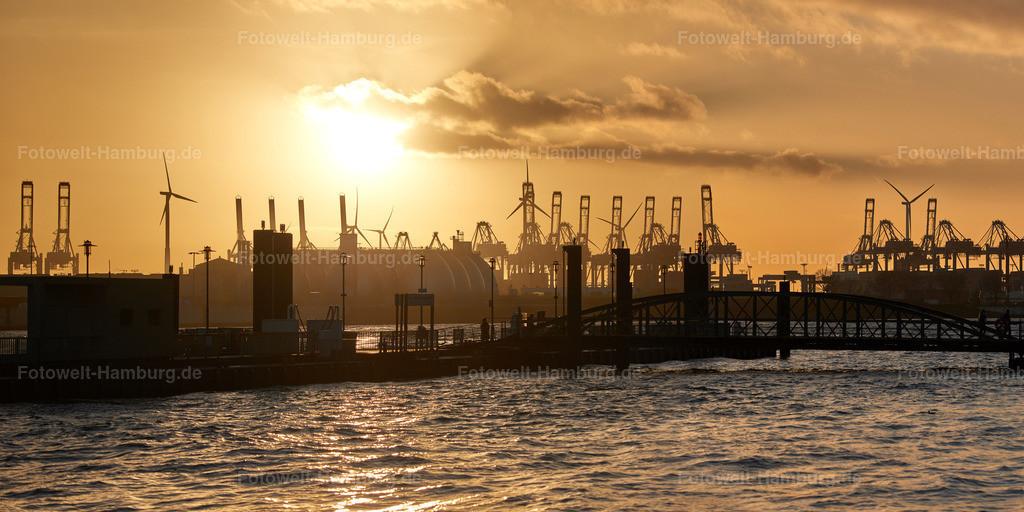 12035393 - Abendstimmung am Hafen | Blick auf den Fähranleger am Fischmarkt in Hamburg-Altona