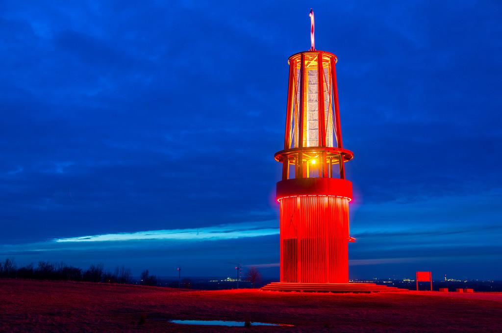 JT-170205-090 | Blick von der Halde Rheinpreussen in Moers, Installation Das Geleucht von Otto Piene, 30 Meter hoher Nachbau einer Grubenlampe, begehbar,