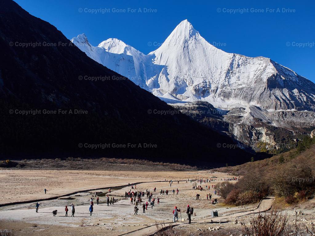 China | Blick auf den 5.958 m hohen Mount Jampayang im Yading Nature Reserve in Sichuan