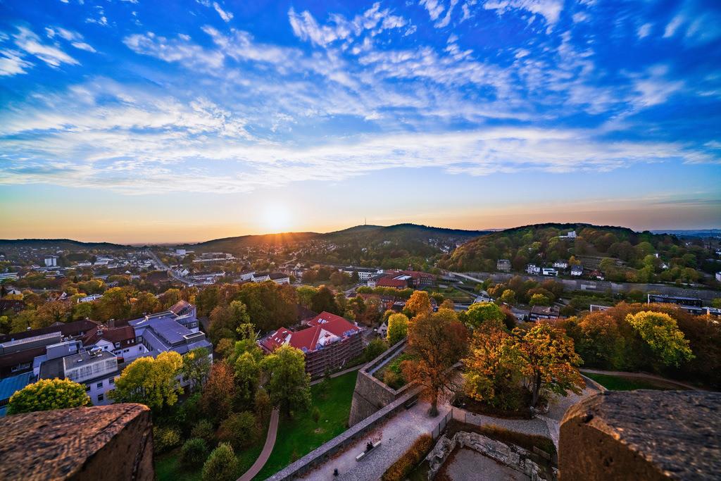 Sonnenuntergang auf der Sparrenburg | Sonnenuntergang im Herbst vom Turm der Sparrenburg aus gesehen.