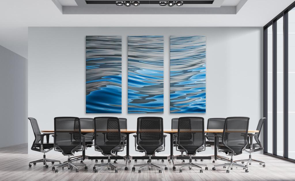 Wellenmotiv für einen Konferenzraum | Anwendungsbeispiel für eine dreiteilige Wandgestaltung in einem Konferenzraum. Sie finden das Motiv in der Galerie Farben und Formen - Wasser