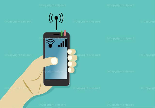 Männliche Hand mit einem Smartphone (Datenverbindung) | Ein männliche Hand hält ein Smartphone über einem türkisen Hintergrund.