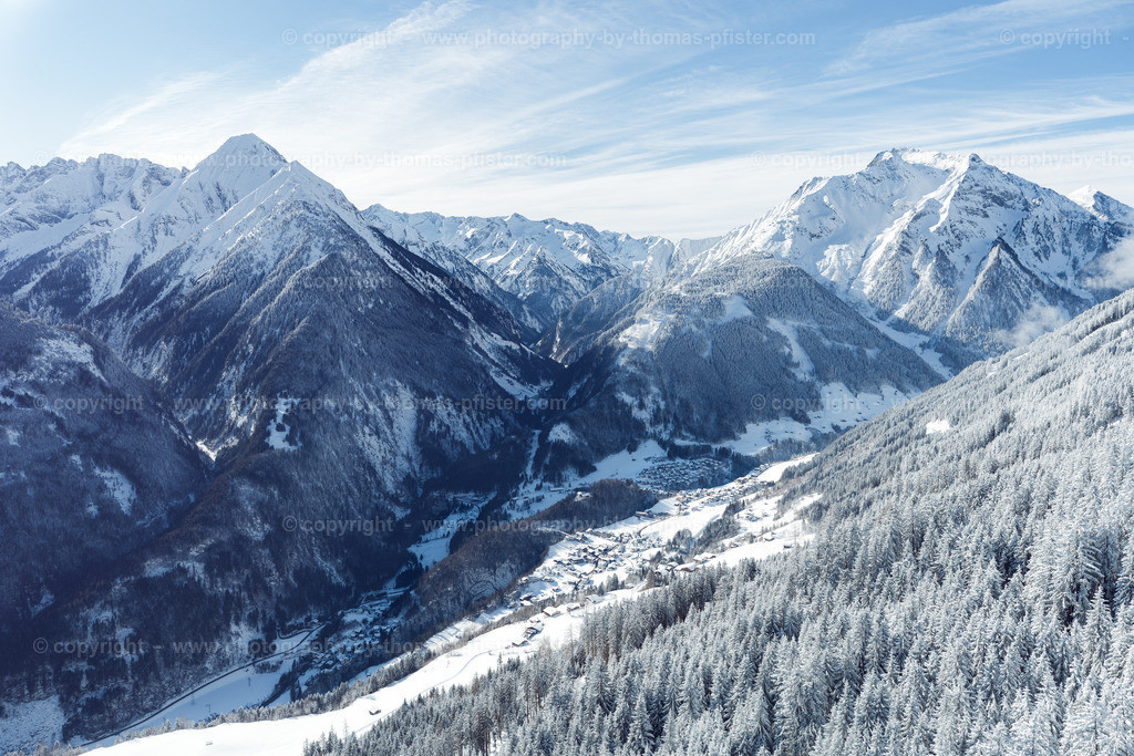 Blick hinunter nach Finkenberg im Winter-2