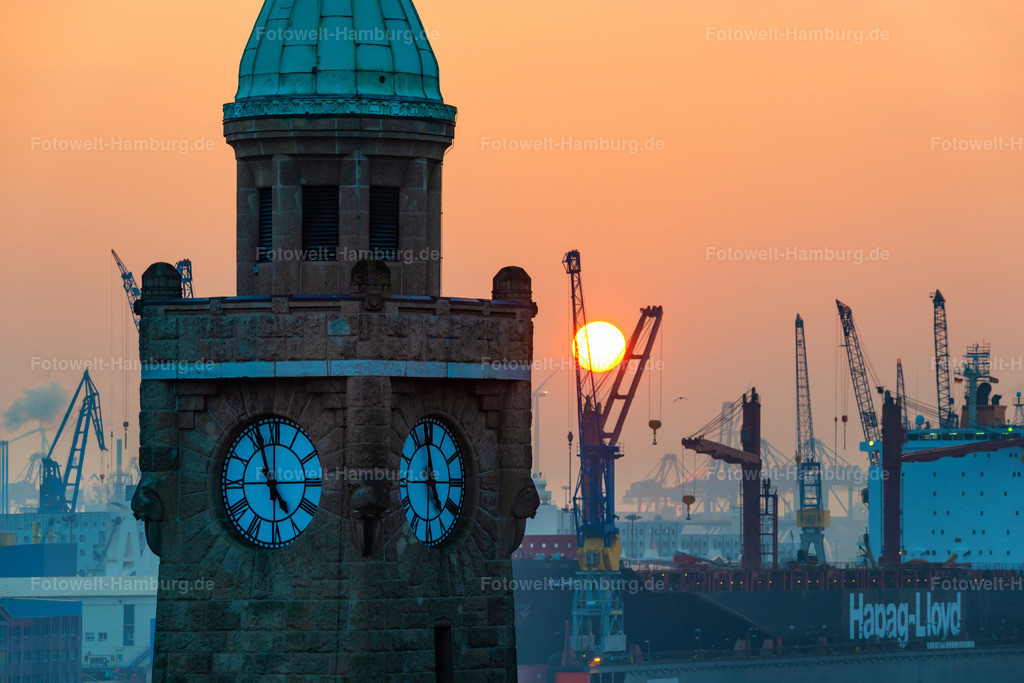 10210208 - Sonnenuntergang hinter dem Pegelturm II | Blick auf den Pegelturm der Landungsbrücken und die untergehende Sonne.