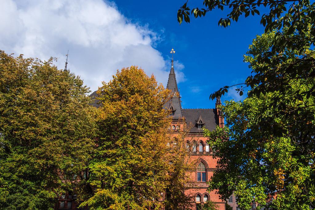 Blick auf das Ständehaus in der Hansestadt Rostock im Herbst | Blick auf das Ständehaus in der Hansestadt Rostock im Herbst.