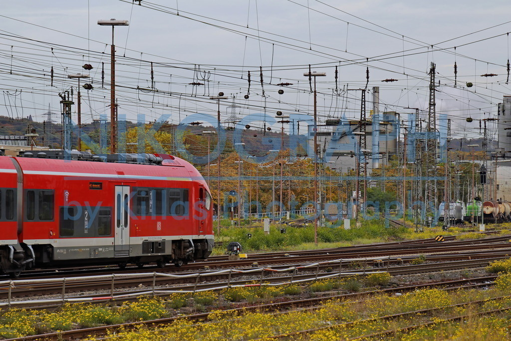 Bahnanlage in Schwerte | Ein Regionalzug fährt am Bahnhof in Schwerte ein.
