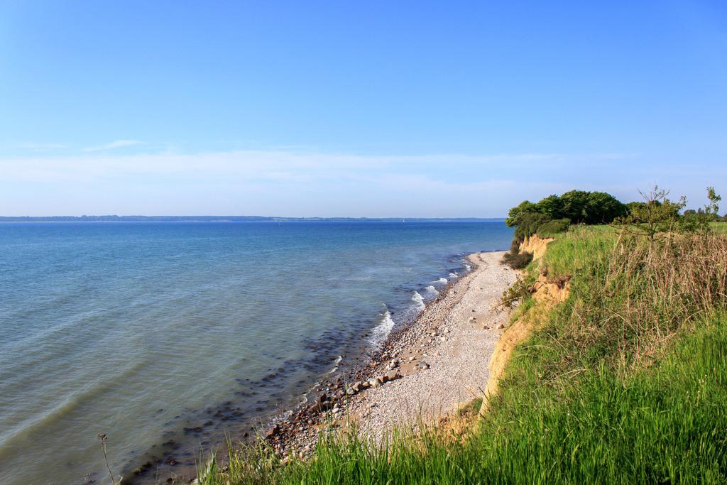 Steilküste in Klein Waabs   Blick von der Steilküste in Klein Waabs auf die Eckernförder Bucht