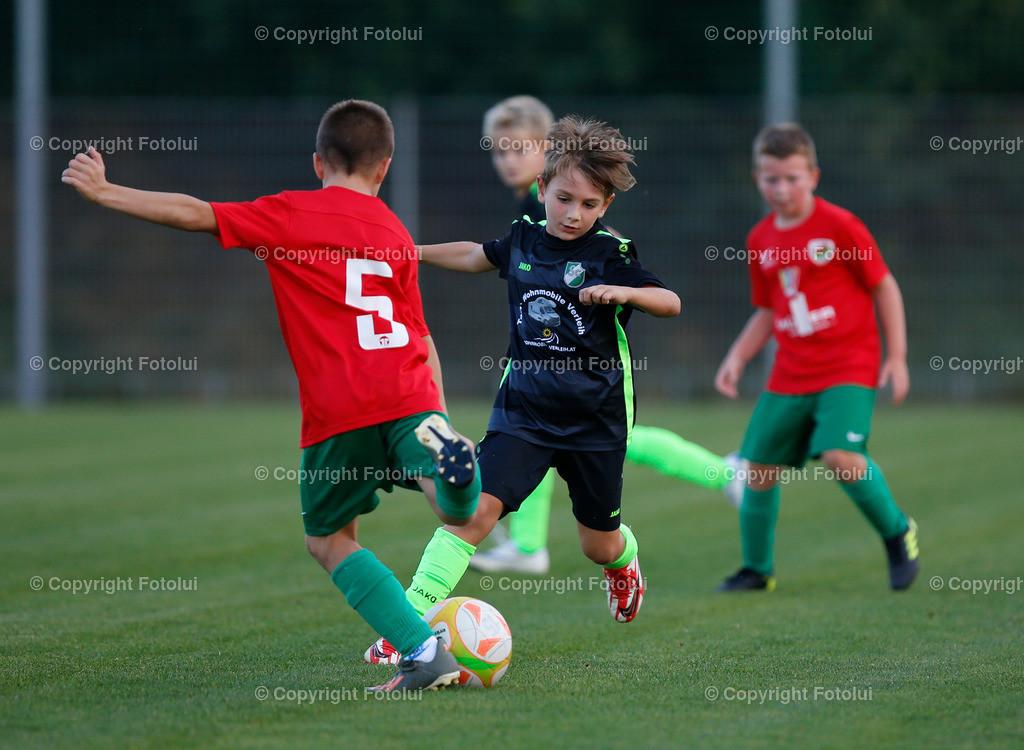 _UI10126   SPORT,FUSSBALL, FC WELS_SC HOERSCHING U 9 27.09.2021 IM BILD: SCHWARZ (HOERSCHING) UND ROT (FC WELS )FOTO:FOTOLUI