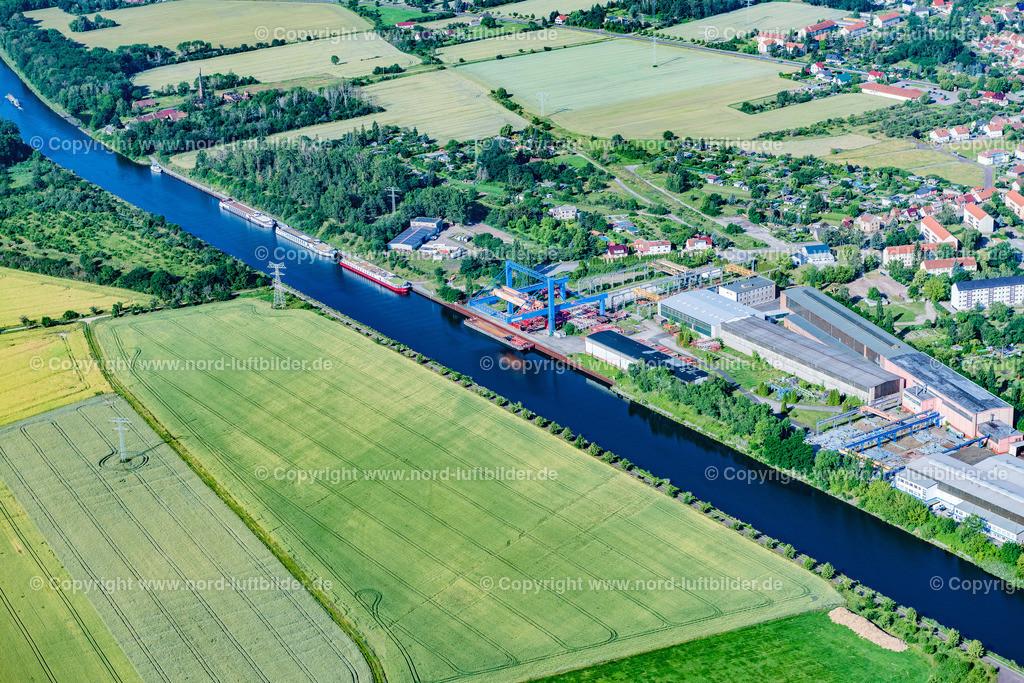 Parey_Elbe_Havel_Kanal_ELS_4667230620 | ELBE-PAREY 23.06.2020 Ortskern am Uferbereich des Elbe-Havel-Kanal - Flußverlaufes in Elbe-Parey im Bundesland Sachsen-Anhalt, Deutschland. // Village on the banks of the area Elbe-Havel-Kanal - river course in Elbe-Parey in the state Saxony-Anhalt, Germany. Foto: Martin Elsen