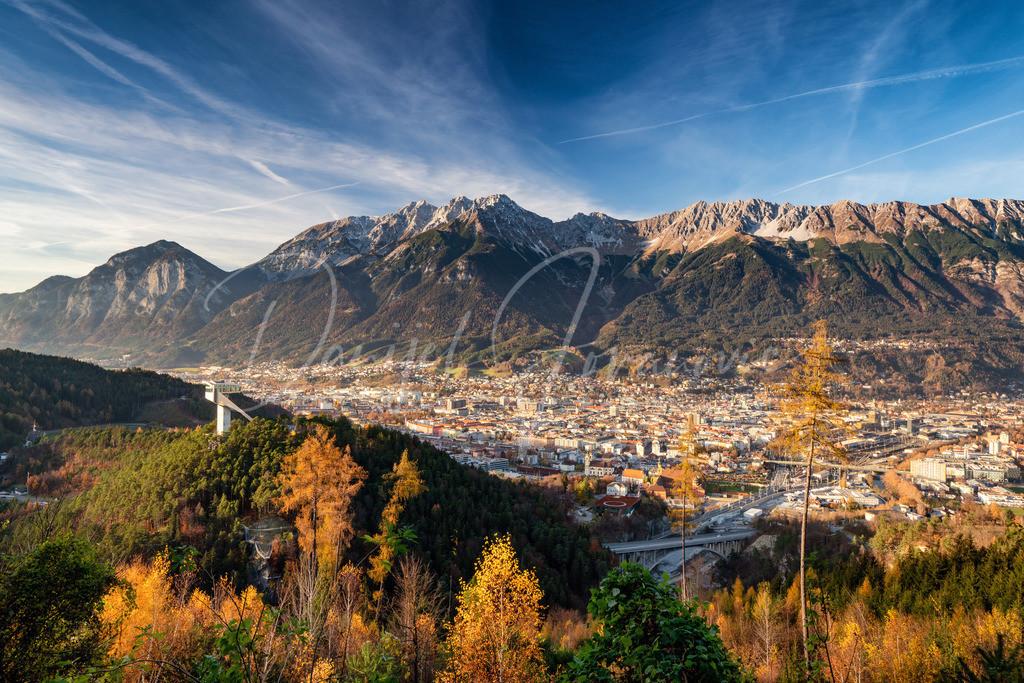 Herbstliches Innsbruck | Blick auf Innsbruck, den Bergisel und die Nordkette