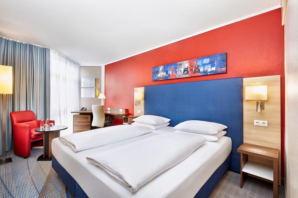 zimmer-komfort-01-hplus-hotel-bruehl-koeln