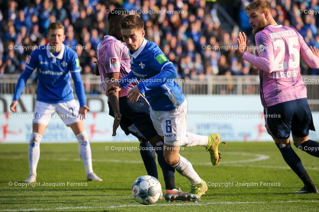 191221svdvshsv_1019 | 21.12.2019 Fussball 2.Bundesliga, SV Darmstadt 98-Hamburger SV emspor, despor  v.l.,  Khaled Narey (Hamburger SV), Marvin Mehlem (SV Darmstadt 98),Zweikampf, Action, Aktion, Battles for the Ball im Strafraum     (DFL/DFB REGULATIONS PROHIBIT ANY USE OF PHOTOGRAPHS as IMAGE SEQUENCES and/or QUASI-VIDEO)