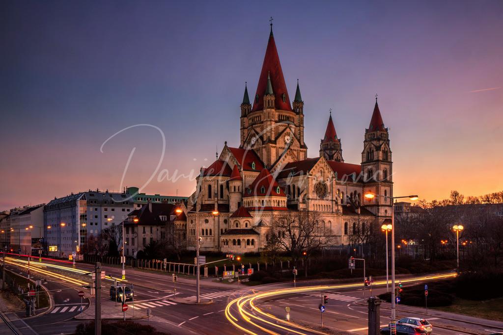 Franz von Assisi Kirche | Die Franz von Assisi Kirche kurz nach dem Sonnenuntergang
