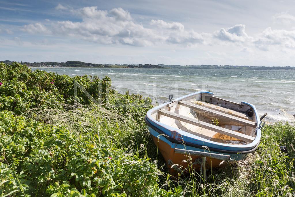 Boot in den Dünen    Auf der dänischen Insel Aerö