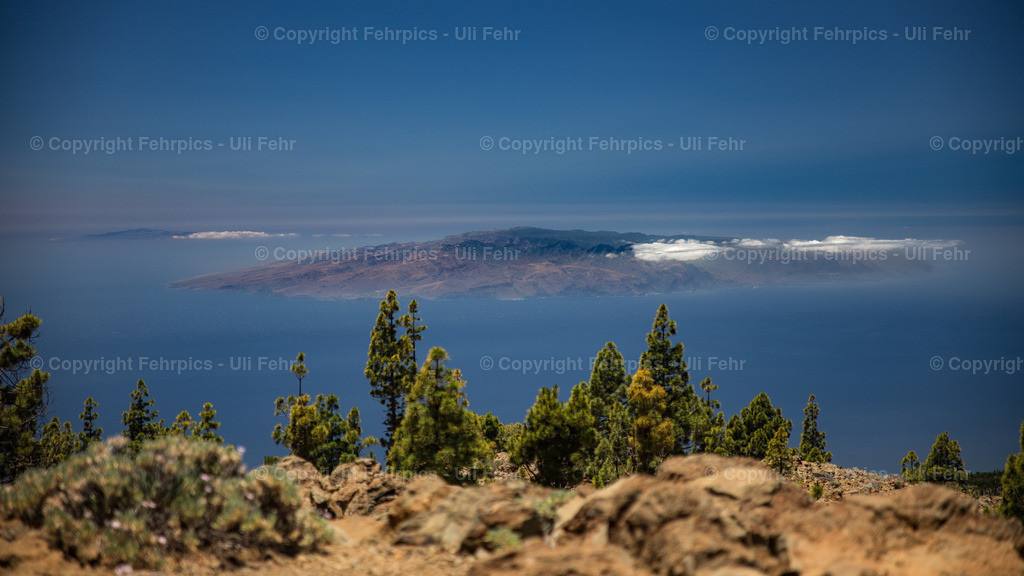 La Gomera and El Hierro | Great vista from Tenerife 2000m above sea level looking at La Gomera and El Hierro. #Teide #tenerife #teneriffa #landscape #landscapes #earthlandscape #LOVES_TENERIFE #landscape_captures @manuel_hutama @efiplati1 @himui888 @dumarcphotography @volcanoteide @visit_tenerife  @nature.geography
