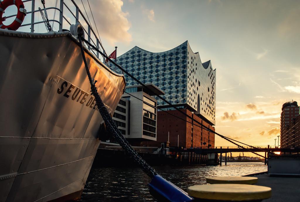 Seute Deern | M/S Seute Deern vor der Elbphilharmonie