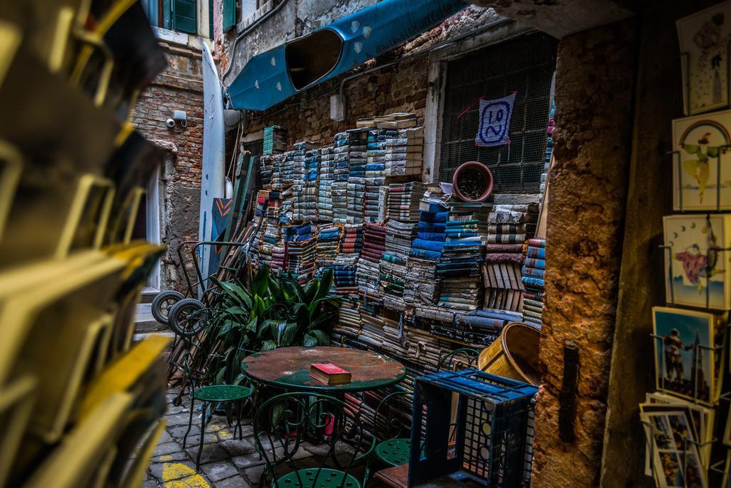 Libreria Acqa Alta-4