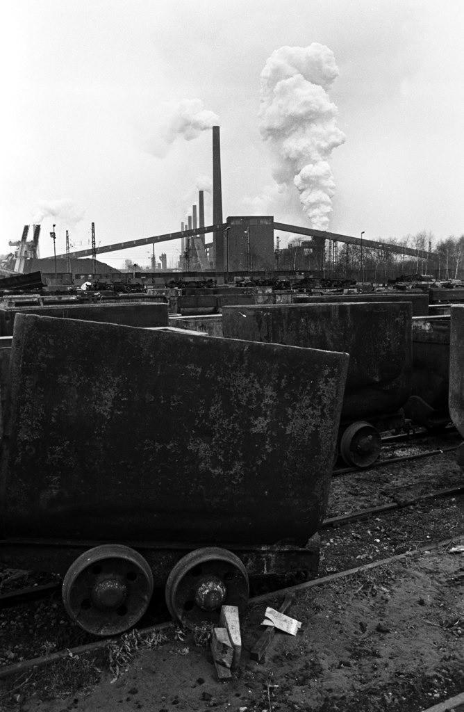 Zeche Zollverein   Essen, NRW, Deutschland,14.12.1987, Zeche Zollverein, ein Jahr nach der Schließung. Kokerei,